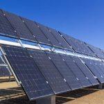 带追踪功能的双面太阳能电池板能产生35%以上的电能