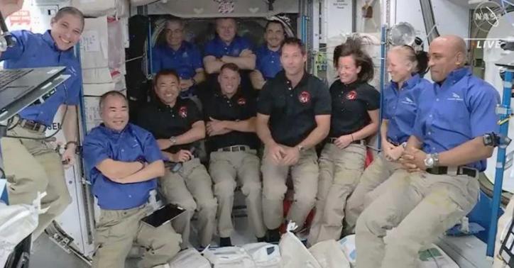 奋进号 成功对接国际太空站NASA证实:过程中有不明物接近