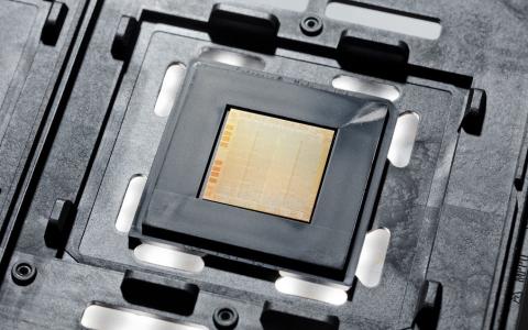 IBM发布2纳米晶片制程,比7纳米晶片速度提升45%